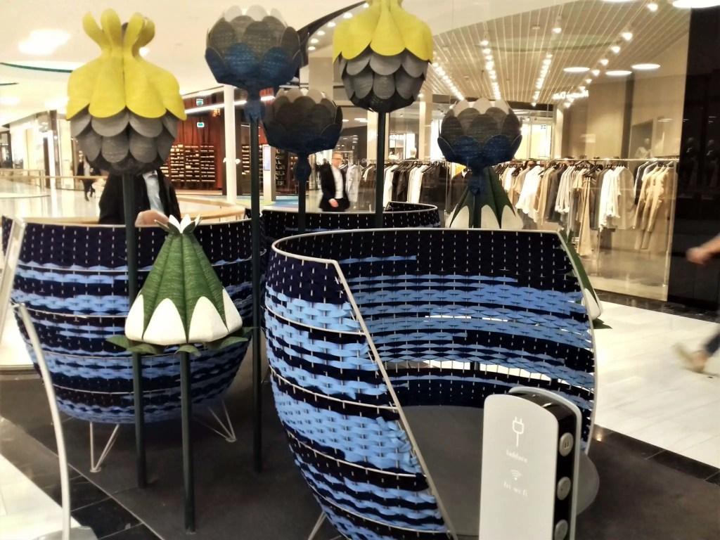 Мягкие кресла в Mall of Scandinavia