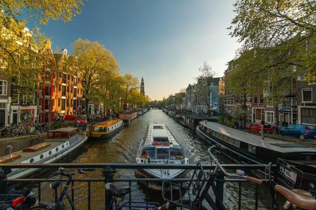 Канал в Амстердаме, вещи которые стоит сделать бесплатно