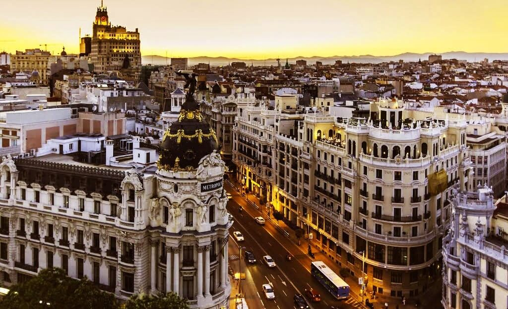 https://i1.wp.com/romanroams.com/wp-content/uploads/2017/09/madrid-city-sunset-1.jpg