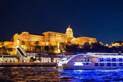 Замок Буда и круизный корабль на реке Дунай, что посмотреть в Будапеште за 3 дня