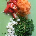 prigotovlenie-nachinki-dlya-solenyih-pomidor