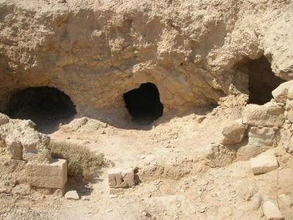 Masada dwelling caves