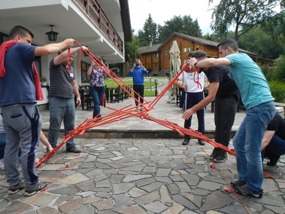 La programele noastre de teambuilding, echipele construiesc poduri, nu ziduri.
