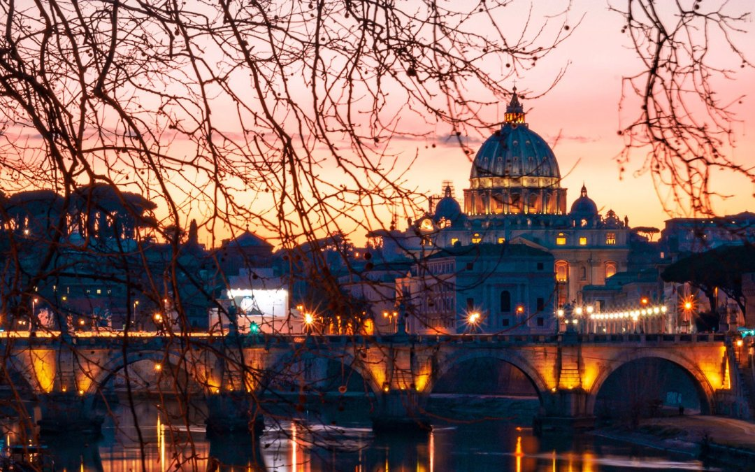 What is the best time of day to visit the Vatican Museums?
