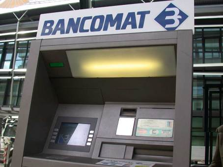 bancomat ATM machine - Rome Vacation Tips