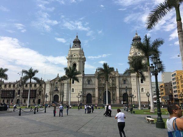 main-square-plaza-de-armas-lima