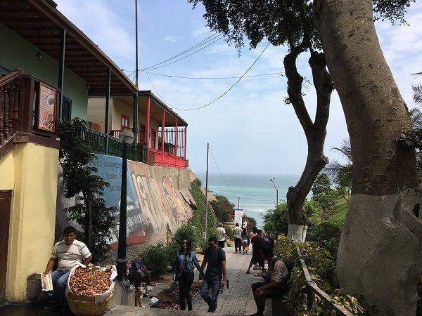 walkway-to-the-sea-barranco-lima