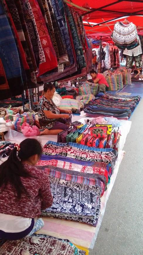 Mercado nocturno, Luang Prabang, Laos, 2015
