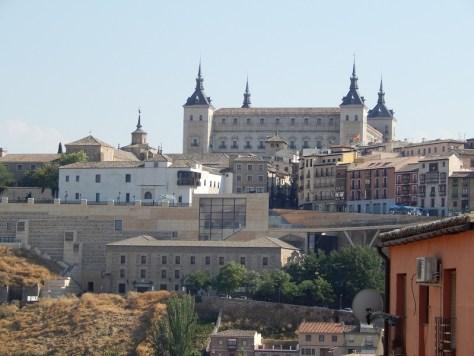 El Alcázar, visto desde la parte baja de la ciudad, Toledo, España, verano 2013 | viajarcaminando.org