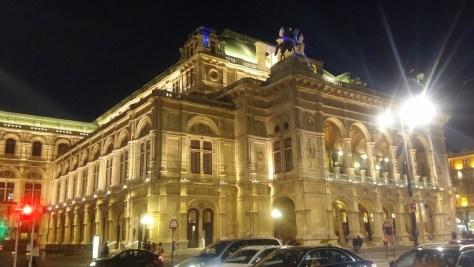 Ópera de noche, Viena, Austria, junio 2016 | viajarcaminando.org