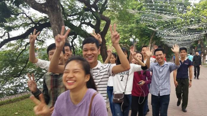 Adolescentes sonriendo a la cámara, Hanoi, Vietnam, 2015 | rominitaviajera.com