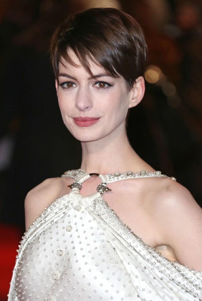 The Best Anne Hathaway Hairstyles Short Long Haircuts On Anne Hathaway Fashion Gone Rogue Pictures