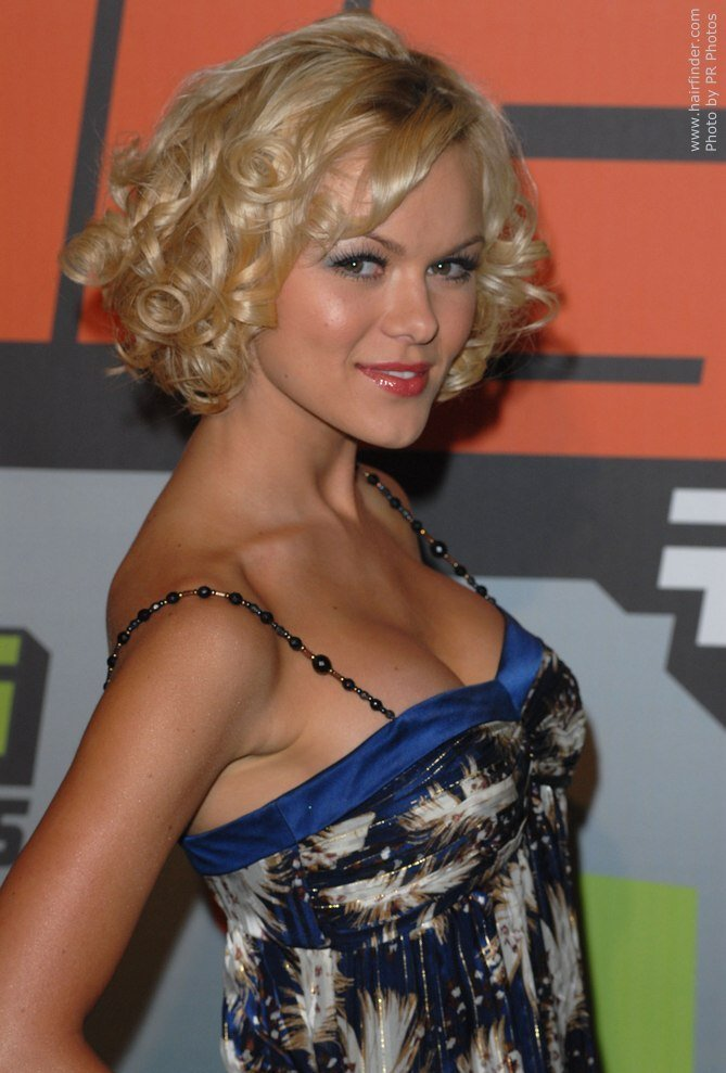 The Best Anya Monzikova Short Hair With Spiral Curls Pictures
