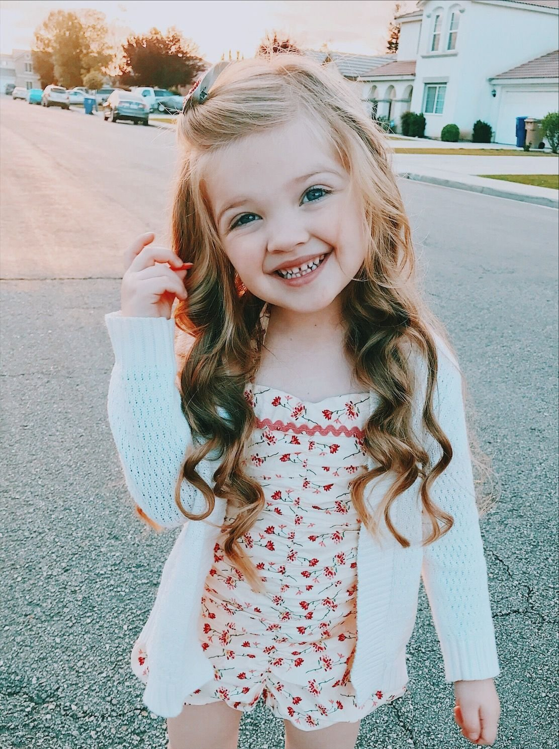 The Best Little Girl Hairstyle Long Hair Curls Curled Wavy Beach Pictures