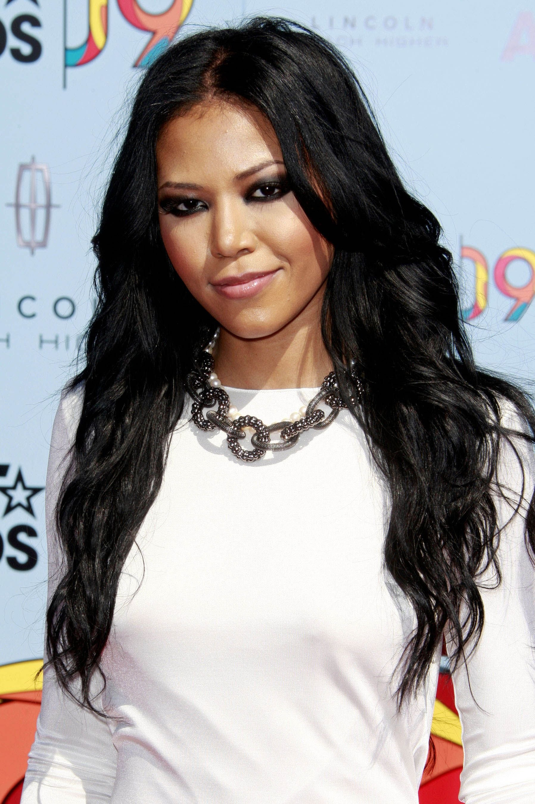 The Best Amerie Looks Gorg With Her Long Loose Curls A Woman S Pictures