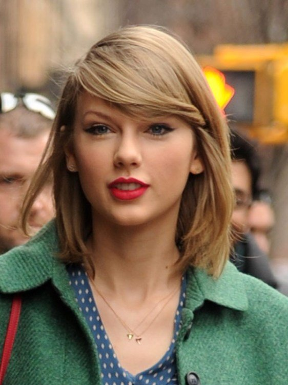 The Best Taylor Swift's Earrings — Get Her Stylish Initial Studs Pictures