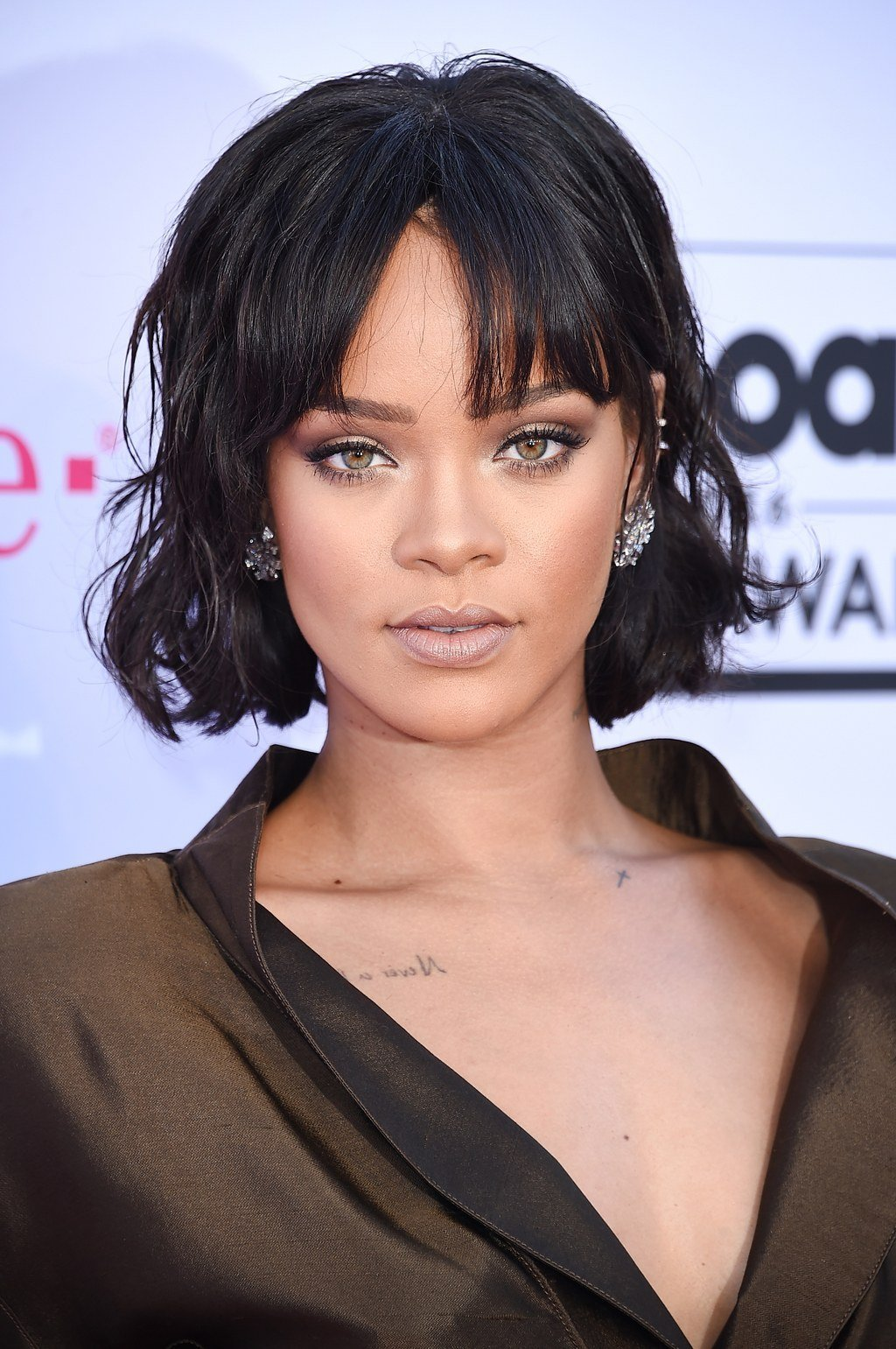 The Best Rihanna Short Hair See Her Cute New Bangs And Bob Glamour Pictures
