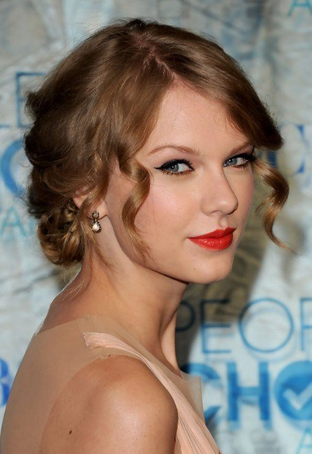 The Best Taylor Swift Beautiful Pinned Up Ringlets Updo Pictures