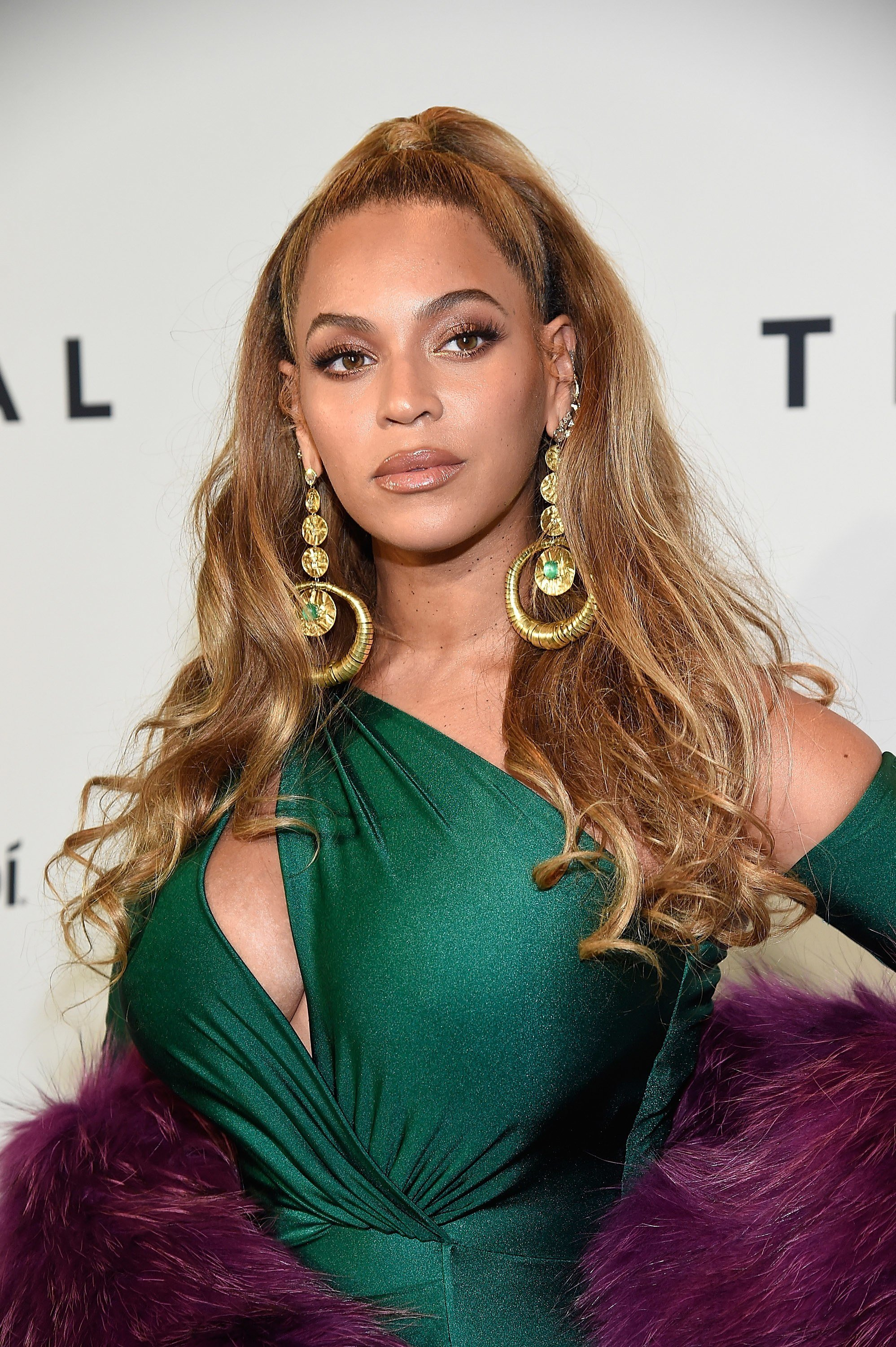 The Best Tina Knowles Just Settled The Debate About Beyoncé S Real Pictures