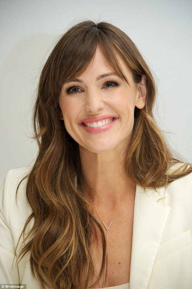 The Best Jennifer Garner And Bella Thorne Look Lovely In White At Pictures