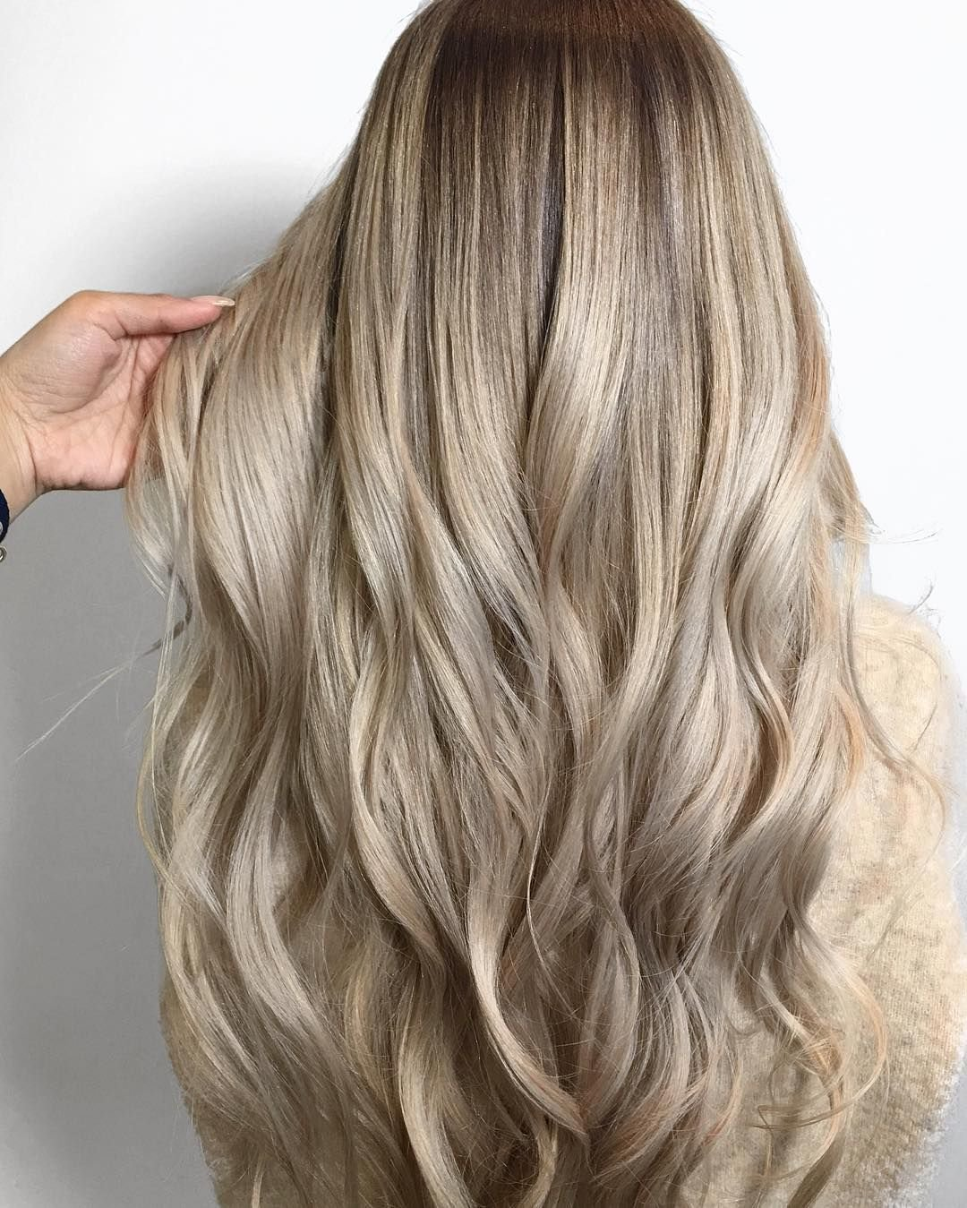 The Best Melted Champagne Blonde Made With Redken Color Color By Pictures