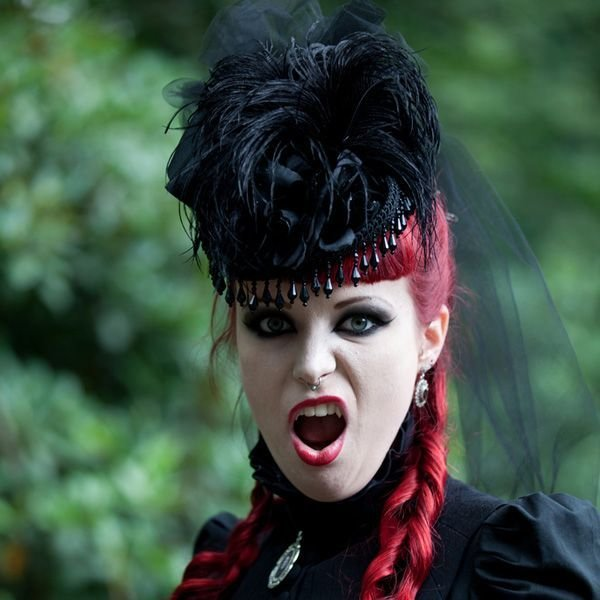 The Best Gothic Hairstyles For Women Castlefest Gothic Hairstyle Pictures