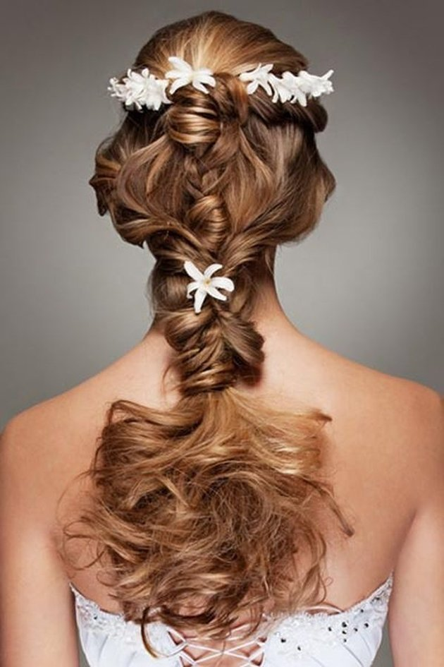 The Best Romantic Braided Wedding Hairstyles With Beautiful Flowers Pictures