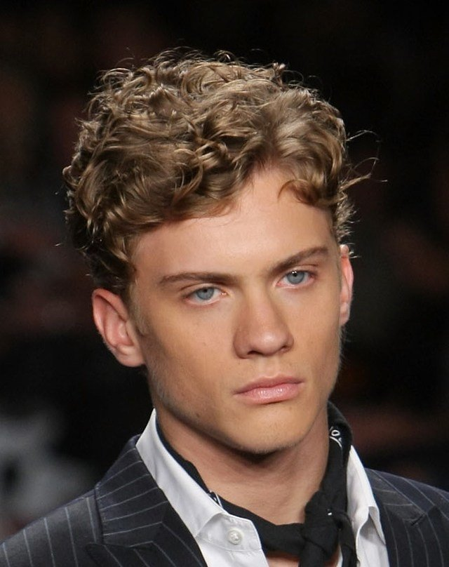 The Best Curly Hairstyles For T**N Guys 18 Popular Styles This Year Pictures
