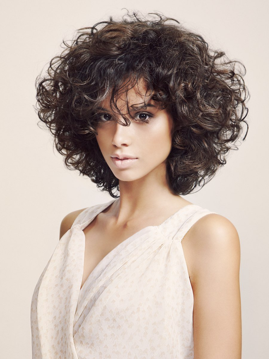 The Best Slimming Effect Hairstyle With Curls That Were Shaped With Pictures