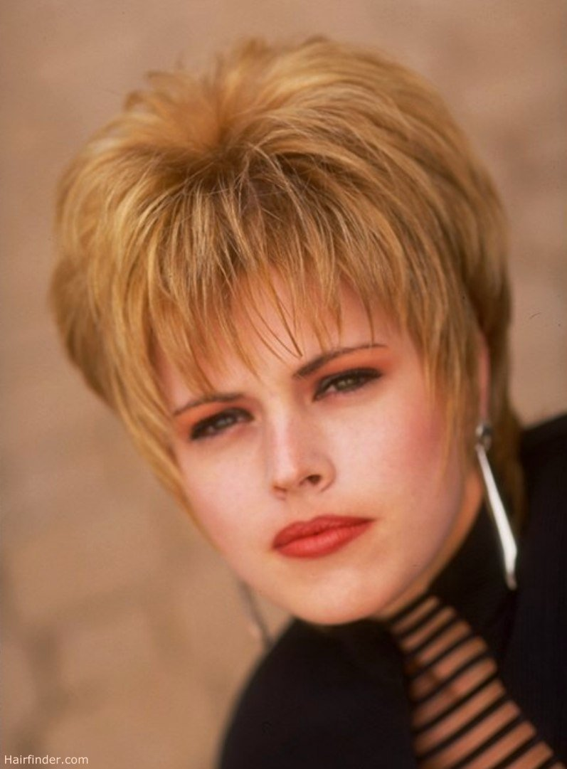 The Best Carefree Short Hairstyle With A Fringe And Bounce Pictures