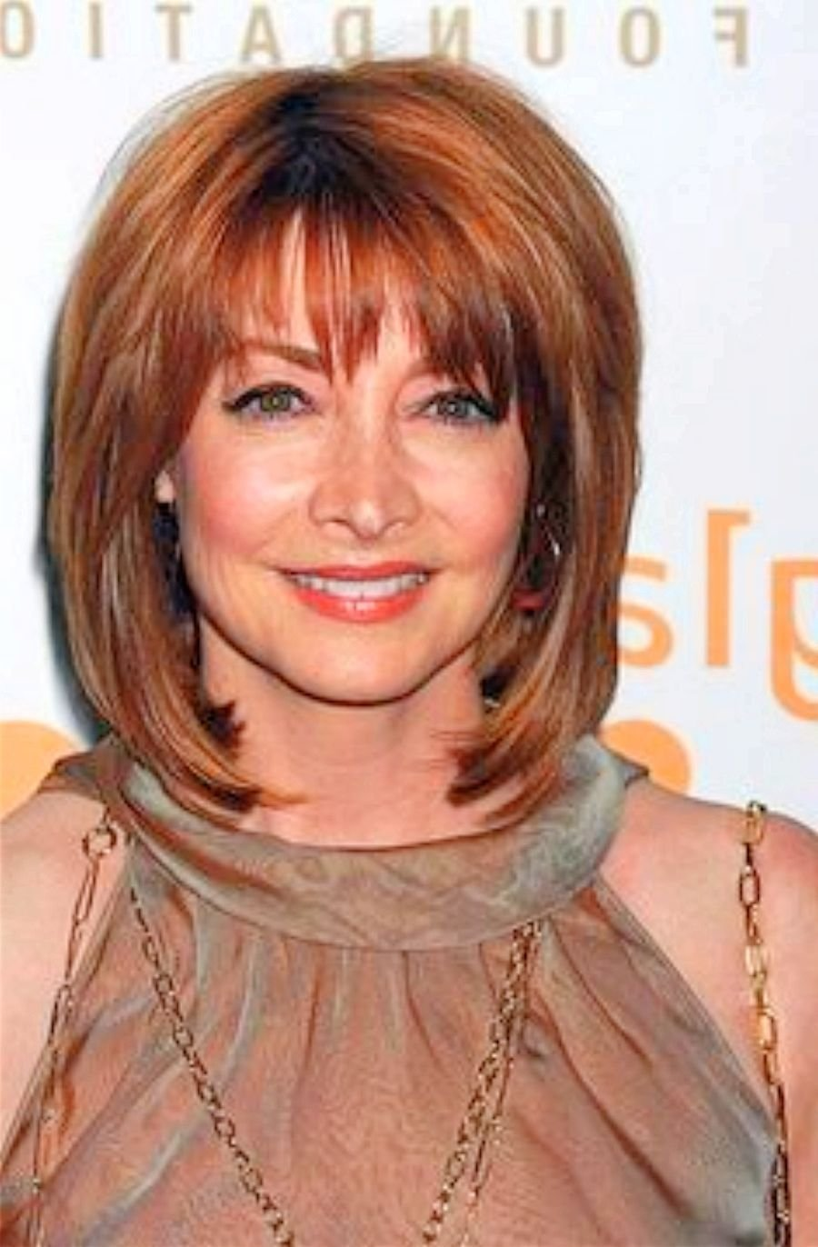 The Best Stylish Medium Length Hairstyles For Women Over 50 Elle Hairstyles Pictures