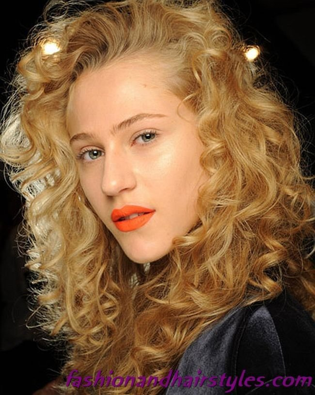 The Best Curly Hairstyles In The Style Of The 80S 80S Hairstyles Pictures