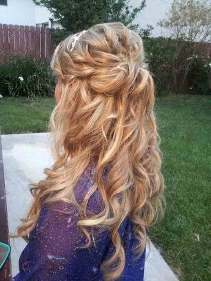 The Best Love This Half Up Half Down Loose Curls Some Kind Of Rope Braid Thing Going On Lots Of Pictures