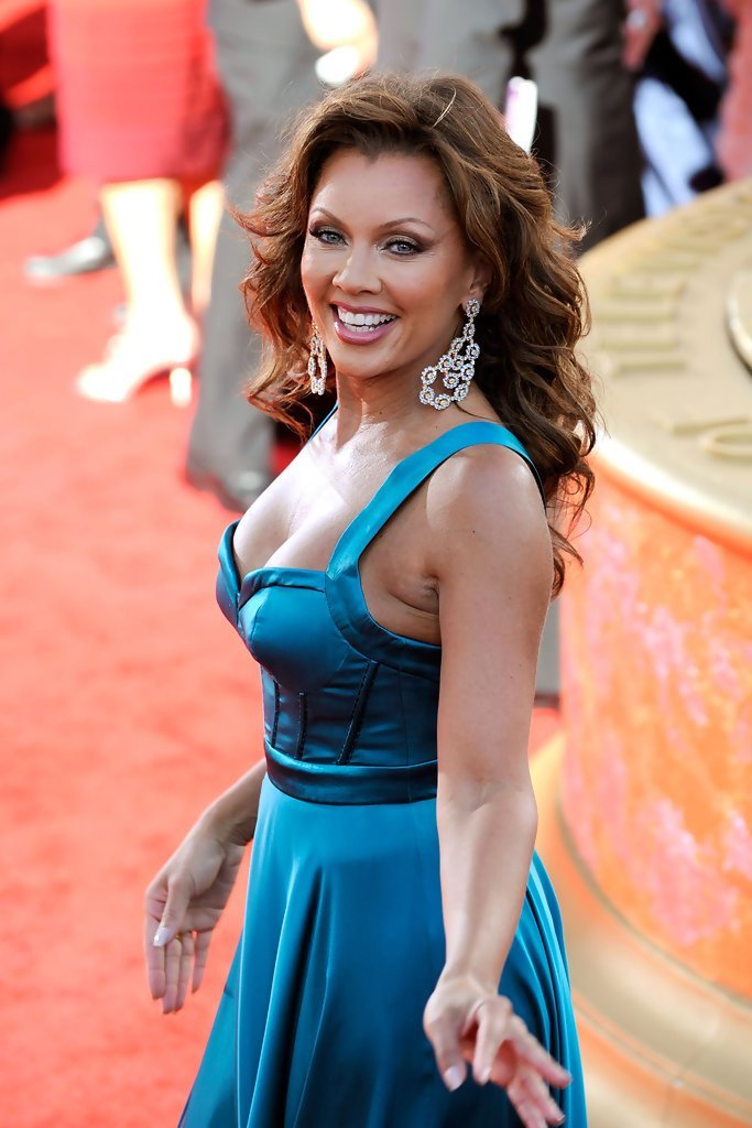The Best Vanessa Williams Hairstyles For Round Faces Stylebistro Pictures