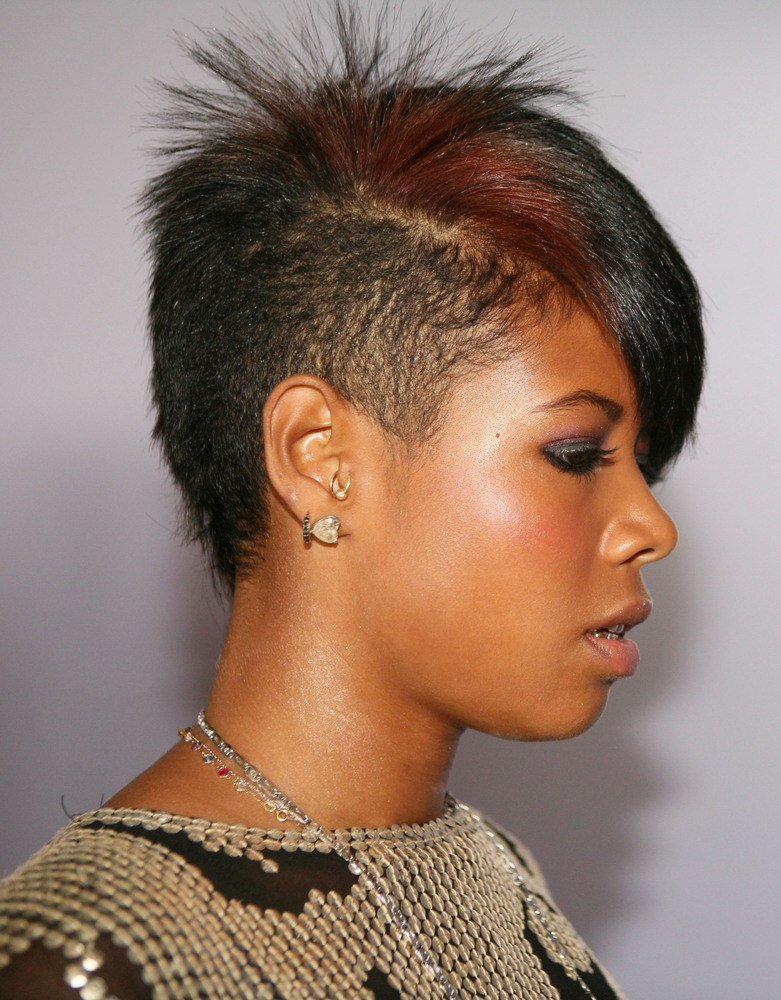 The Best Jada Pinkett Smith S Shaved Head Is Least Mom Y Mom Haircut Ever Photos Huffpost Pictures