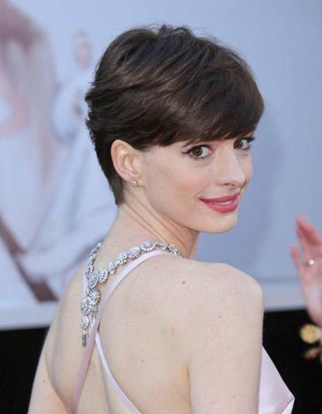 The Best Pictures Anne Hathaway S Short Hair Style Anne Pictures