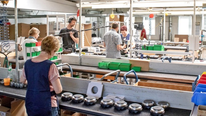 Dreharbeiten in Montagehalle rommelsbacher Kochplatten