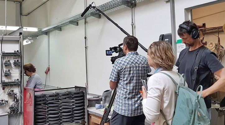 Fernsehdreh in Produktionshalle Rommelsbacher