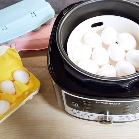 Weiße Eier im elektrischen Dampfdrucktopf