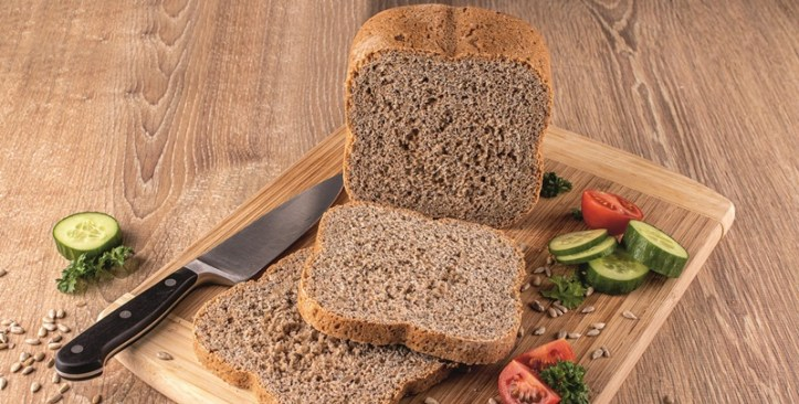 Vollkornbrot aus dem Brotbackautomaten - aufgeschnitten. IFA Nachlese