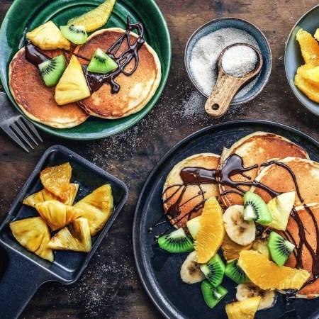 Pancakes-Obst Raclette auf Teller