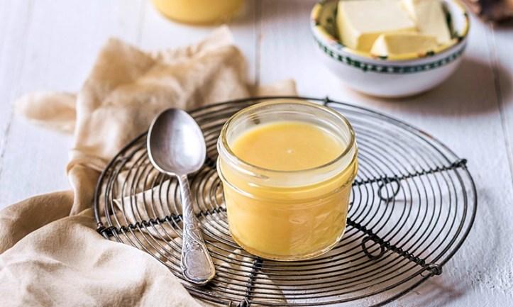 Lemon Curd Zitronencreme im Glas mit retro Tortengitter -
