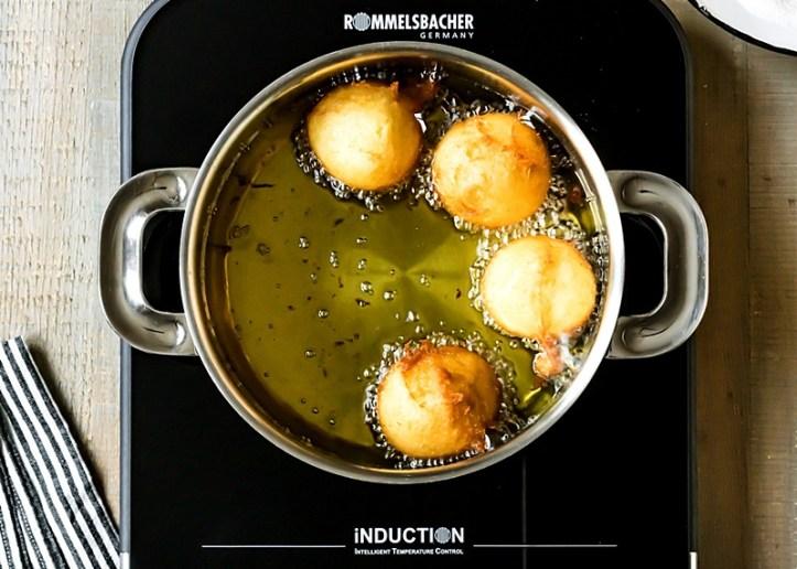 Quarkbällchen frittieren mit innovativer Induktionskochplatte  CTS 2000/IN von Rommelsbacher