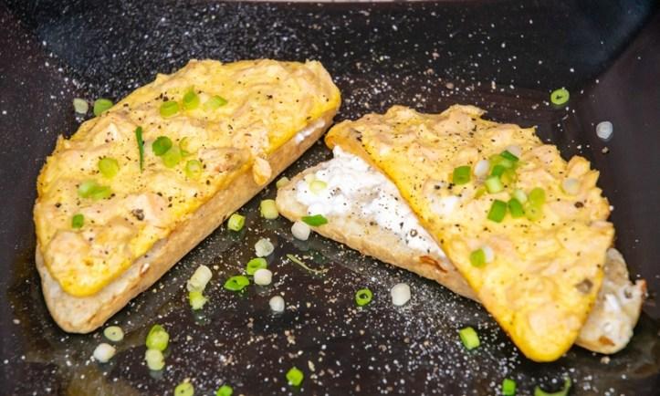2-Schicht-Omelett - Mamas Lachs-Ei-Brot aus dem Omelett Chef Oskar von Rommelsbacher