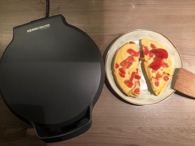 Veganes Omelett gebacken im Omelett Chef Oskar - Beitrag: Dreierlei Omeletts - Leserrezepte