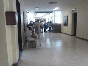 Continúan las denuncias en el IMSS por negligencia y pésimo servicio médico (2)