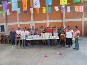 Una foto de todas las mujeres con las autoridades municipales