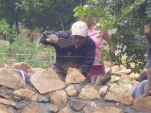 Pleito entre vecinos de la colonia San Martín por construcción de muro de contención (2)
