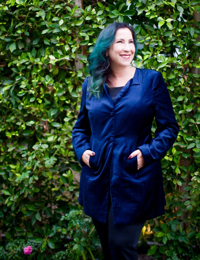 Just in time for the festive holiday season, Cabi Clothing has just released their snazzy new Regent Regal Collection filled with gorgeous winter hues and luxe textures