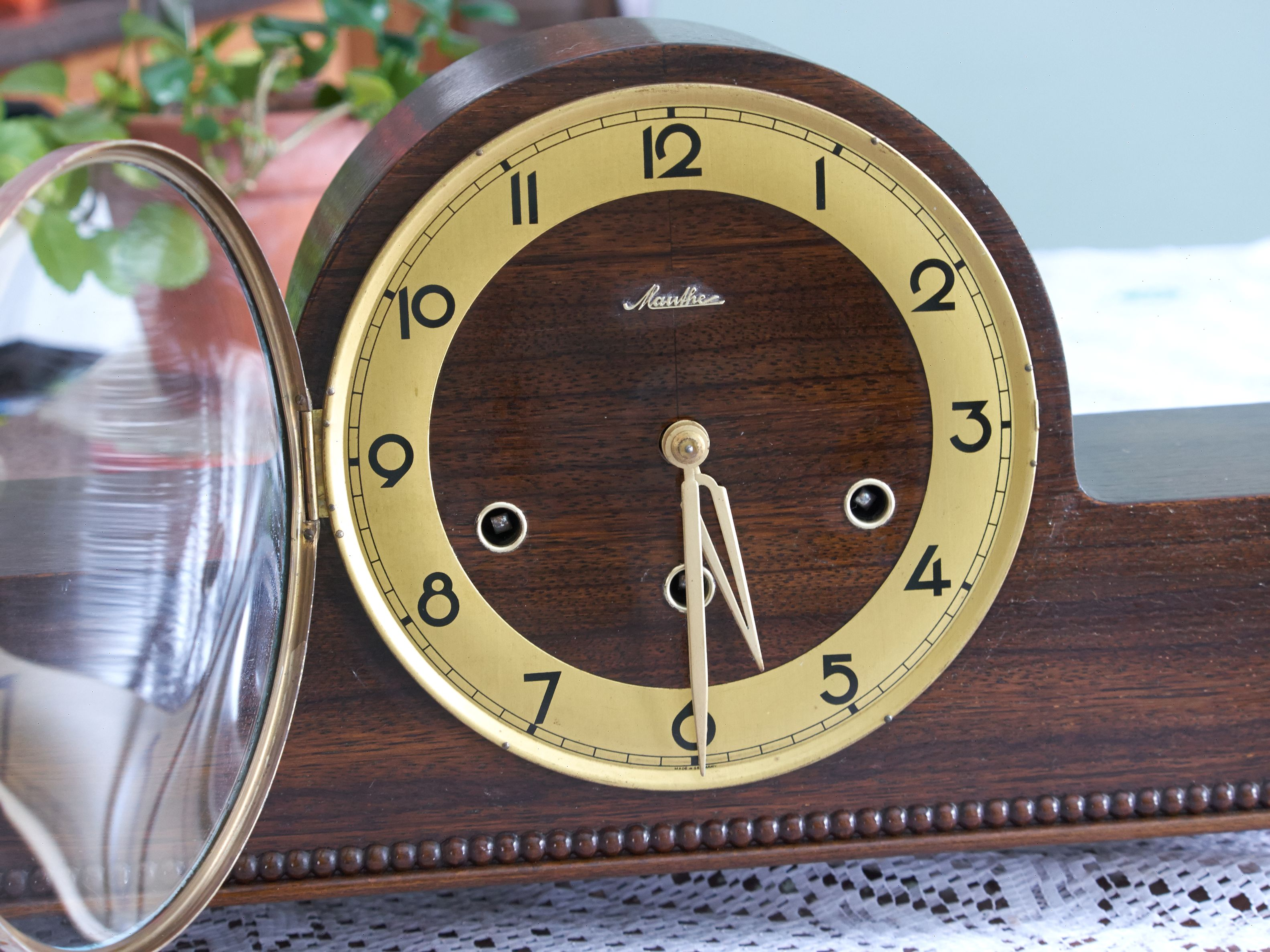 Antique And Vintage Clock Collecting